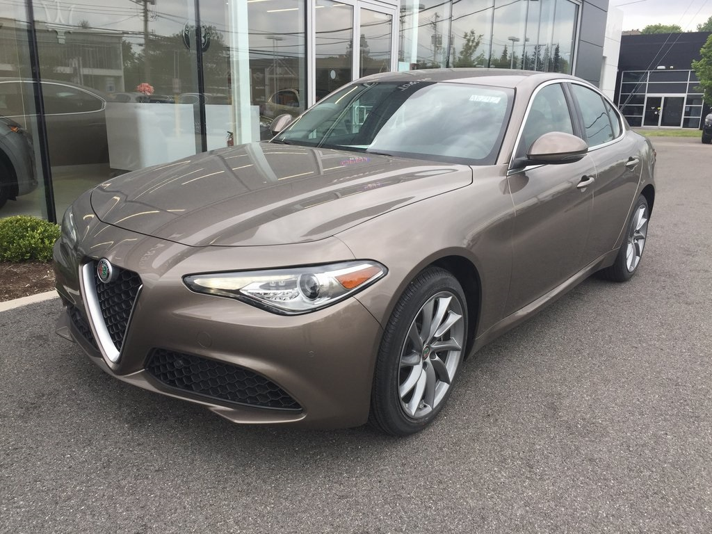 New 2019 Alfa Romeo Giulia Base AWD